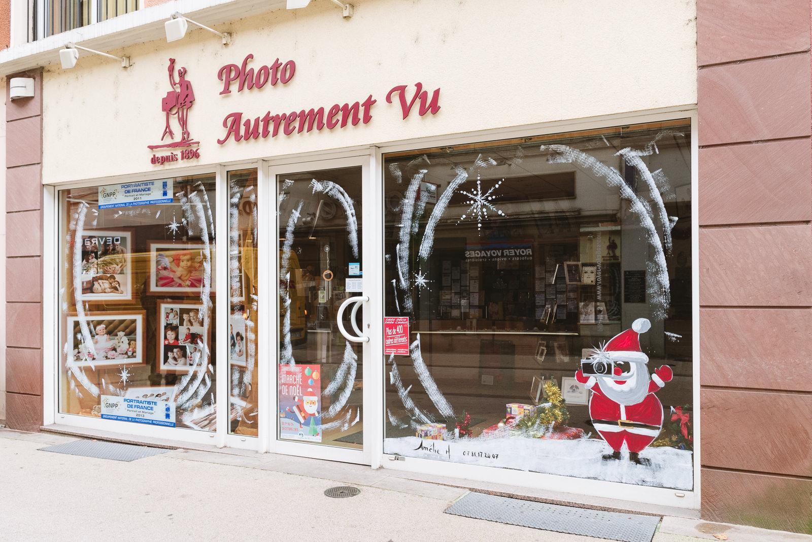 Peinture sur vitrine magasin Autrement Vu à Sarreguemines